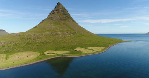 Iceland nature drone video of Kirkjufell mountain landscape in West Iceland Acción en vivo