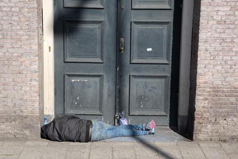Homeless Man Sleeping At Amsterdam The Netherlands 22-7-2020 フォト