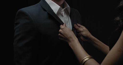 Beautiful woman is adjusting the suit of a man, elegant couple, 4k Acción en vivo
