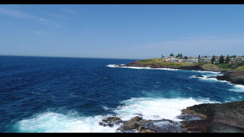 Waves crashing against rocks at Keleula Head near Kiama in regional Australia ライブ動画