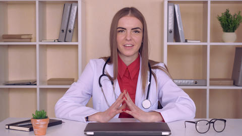 physician use webcam for calling ライブ動画