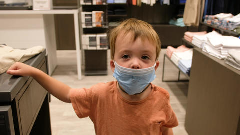 Child in a protective mask in a store ライブ動画