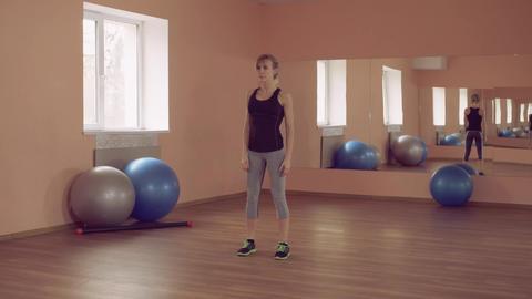 sportswoman intense physical exercise squat thrust ライブ動画