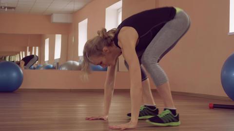 beautiful female doing aerobic exercise ライブ動画
