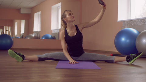 fit female stretching use mobile ライブ動画
