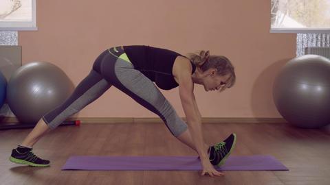 beautiful female stretch working out ライブ動画