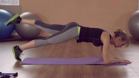 girl doing physical exercises for beauty core ライブ動画