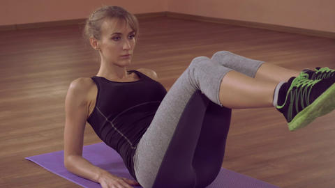 closeup woman fitness exercise for toned abs ライブ動画