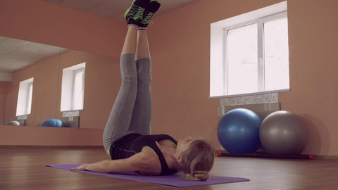 beautiful female intense physical exercise abdominal muscles ライブ動画