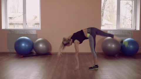beautiful female stretching gym ライブ動画