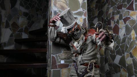 Futuristic character cyborg stalker. Art Photography in steampunk style 4K Acción en vivo