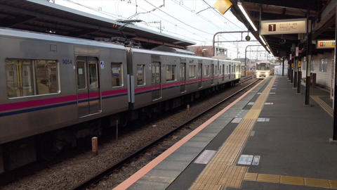 Video Of Arrival And Departure Of A Train From A Station ライブ動画