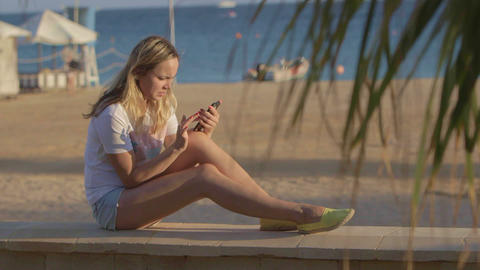 girl with mobile phone at the beach at summer travel at the sea ライブ動画
