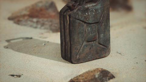 old rusty fuel canister in the desert Acción en vivo