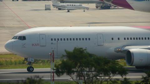 Airplane departure from Phuket ライブ動画