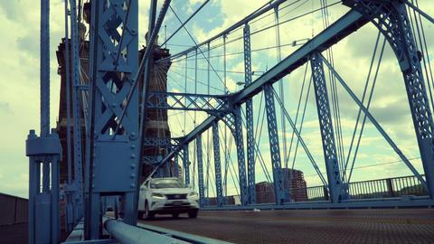 Cincinnati, Ohio - August 2020: Cars driving on suspension bridge ライブ動画