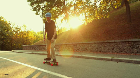 The guy at sunset does a trick on a skateboard, a longboard ライブ動画