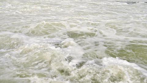 Boiling stream of dam water discharge Acción en vivo