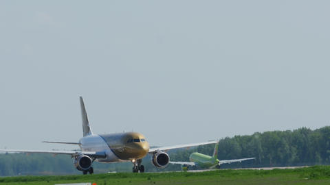 Traffic at the Domodedovo Airport GIF