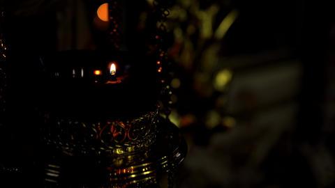 One burning lampstand Church in dark room of the Orthodox Church Acción en vivo