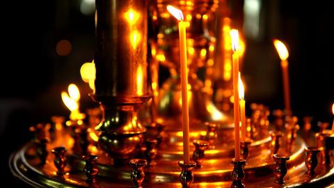 Burning candles in a gold candlestick camera bottom up Acción en vivo