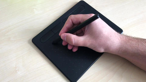Close-up. Male hands draw with a pen on a graphics tablet. A man writes an email ライブ動画