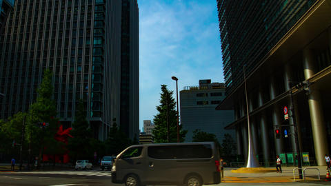A timelapse of traffic jam at the business town in Tokyo wide shot panning ライブ動画