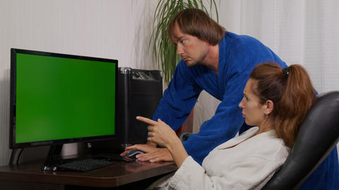 Businessman and businesswoman in home clothes at home with green screen chroma Live Action