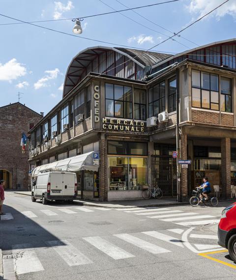 the municipal market in ferrara Photo