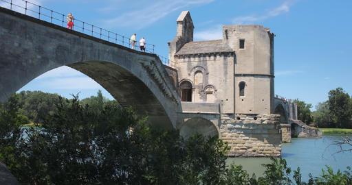 Bridge of Avignon with medieval chapel Acción en vivo