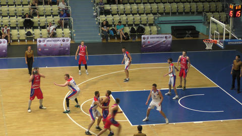 Orenburg, Russia - 13-16 June 2019 year: Men play basketball Acción en vivo