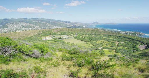 Scenic Green Landscape By Sea At Diamond Head State Monument Acción en vivo