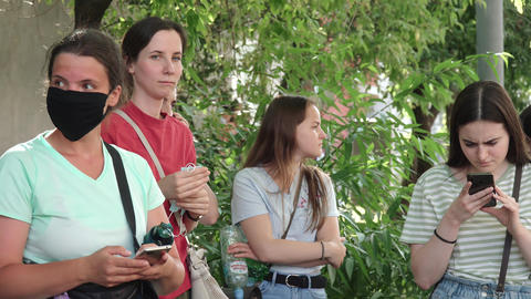 Support for the Khachaturian sisters Acción en vivo