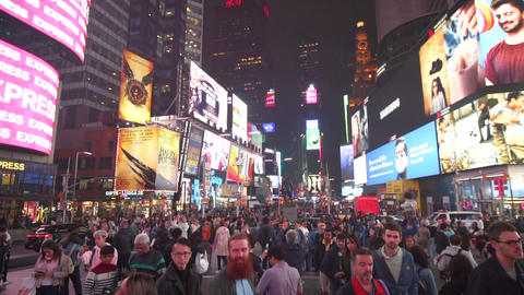 SLOW MOTION: Times Square Lights at Night with Traffic, Cars and people passing Acción en vivo