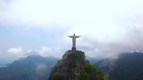 Christ The Redeemer Under The Clouds Pull Up Aerial View. Rio De Janeiro, Brazil Acción en vivo