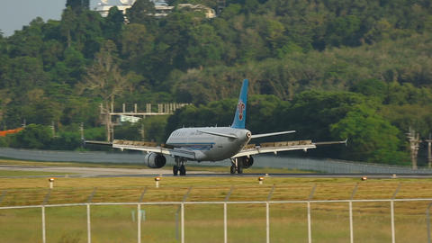 Airbus 320 landing Live Action