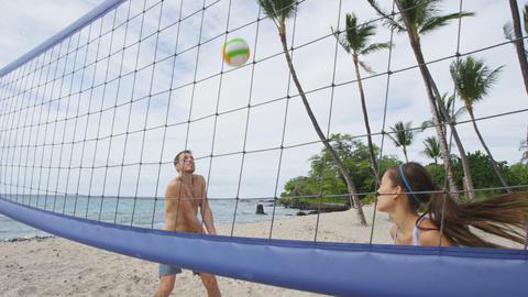 Beach fun people playing beach volleyball Acción en vivo
