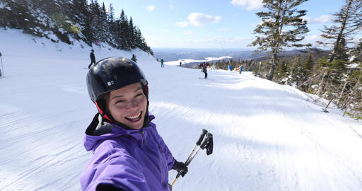 Selfie video of woman going skiing on ski holidays vacation in mountains, Winter Acción en vivo
