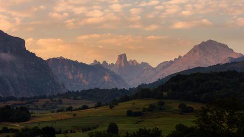 Sunrise Naranjo de Bulnes, Picos de Europa National Park, Spain - Timelapse Live Action