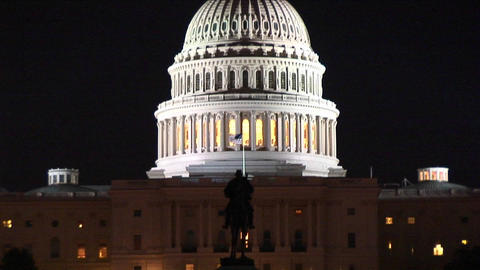 Upward pan of the United States Capitol Building at night Stock Video Footage