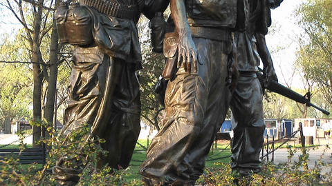 Close view of the Three Soldiers sculpture in Washington, DC Stock Video Footage