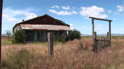 Medium-shot of an old Texas ranch house Stock Video Footage