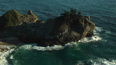 A beautiful waterfall at Julia Pfeiffer Burns State Park... Stock Video Footage