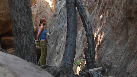 A rising shot of a woman starting a free climb Stock Video Footage