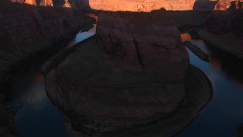Tilt-up wide from Horseshoe of the Colorado River in... Stock Video Footage