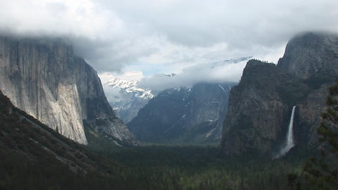 Medium-shot of Yosemite Valley partially veiled under... Stock Video Footage