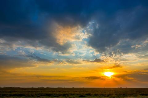 Colorful Sunset over the Steppe Plain Fotografía