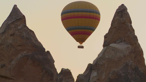 A hot air balloon flies through a narrow canyon in Stock Video Footage