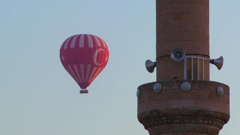 The Turkish flag is displayed on a hot air balloon Stock Video Footage