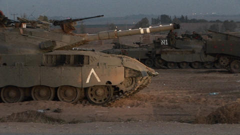 An Israeli tank lowers its gun along the Gaza Strip... Stock Video Footage